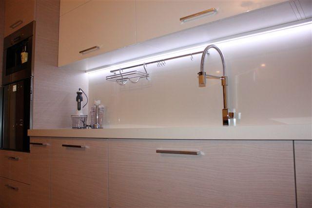 Cucina su misura roma roma lazio abitazioni realizzazioni - Illuminazione sottopensile cucina ...