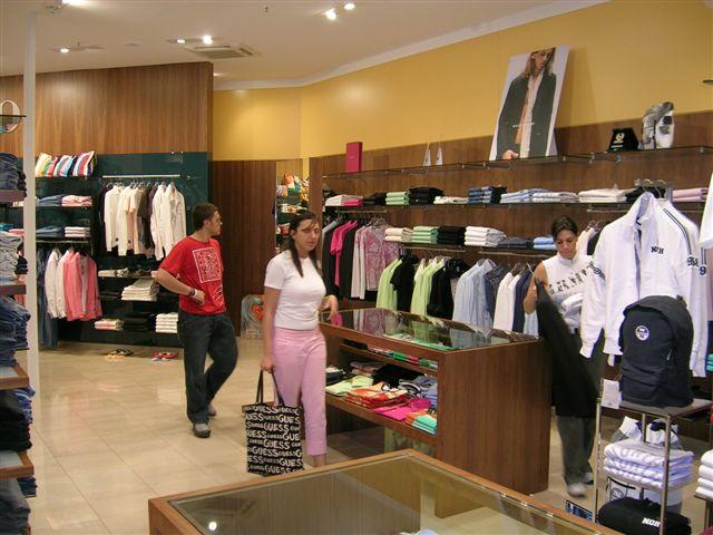 Giallo s r l casamassima bari puglia galleria auchan negozi realizzazioni - Negozi mobili giardino bari ...